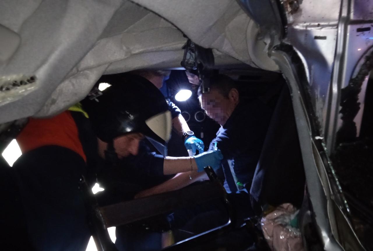 Вчера работники поисково-спасательного отряда №7 #Мособлпожспас деблокировали мужчину, пострадавшего в #ДТП на 89-м километре автомобильной дороги М-5 в районе деревни Андреевка Коломенского городского округа
