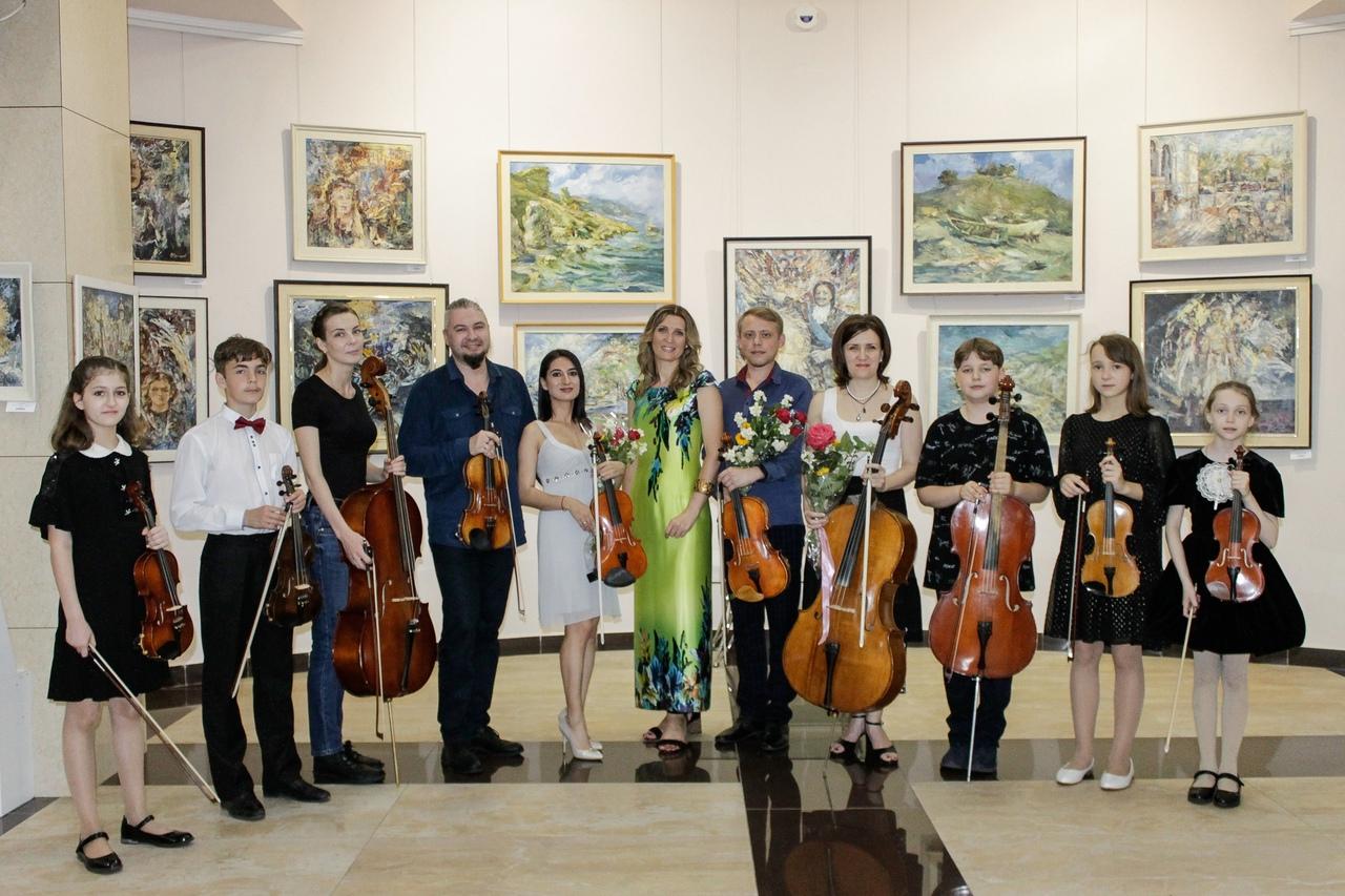 Струнный квартет «Бомонд» завершил VI сезон музыкального проекта «Посиделки на струнах» гала-концертом.