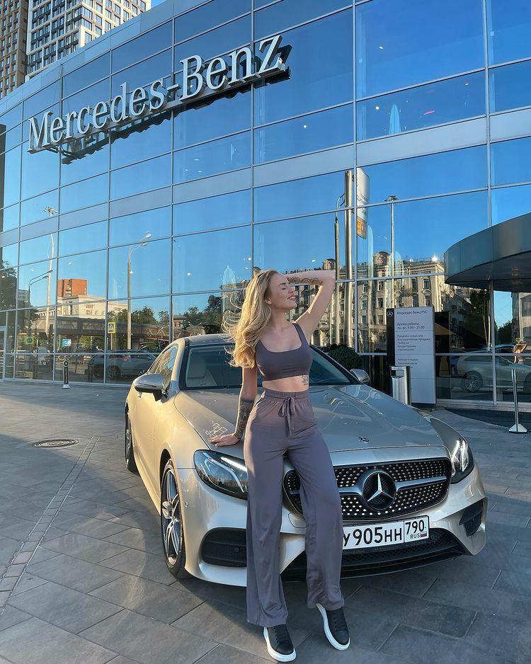 Милена Безбородова купила авто