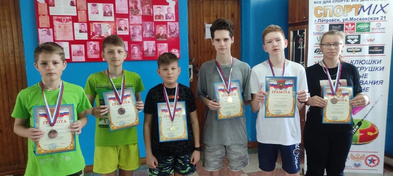 Спортсмены из Петровска - победители любительской теннисной лиги Саратова