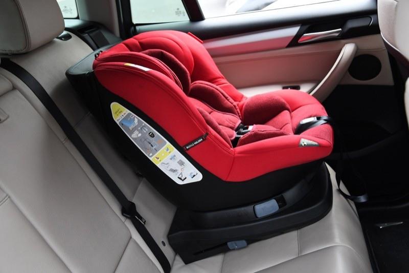 Госавтоинспекция Мурманска напоминает водителям о правилах перевозки детей в автомобиле