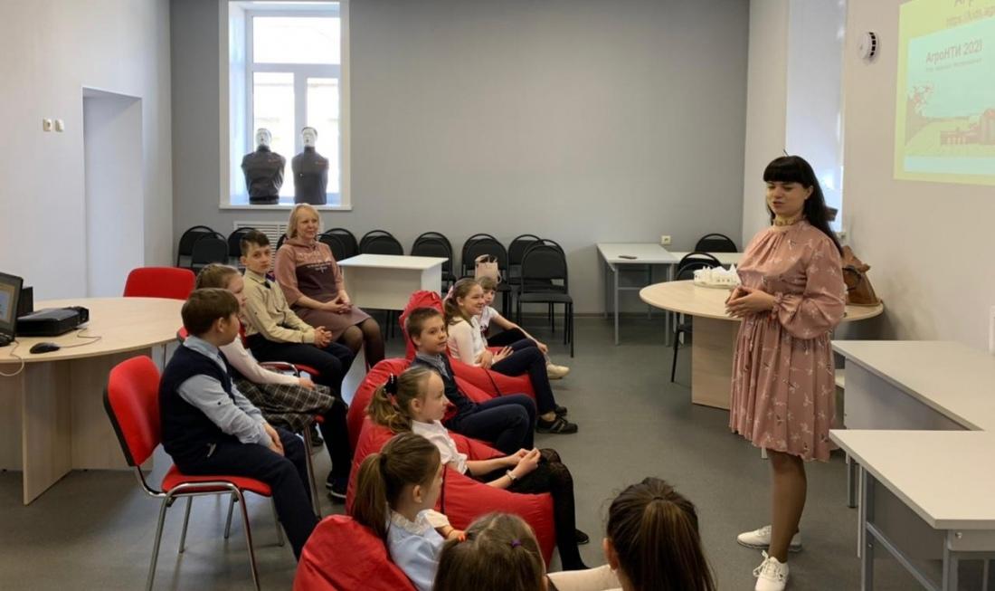Педагоги Петровского политеха провели образовательную сессию для воспитанников Центра «Точка роста»