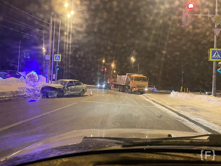 Плохие_новости: В Самаре в Красноглинском районе произошло ДТП с участием легкового...