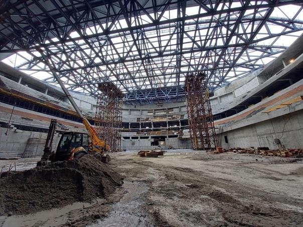 Утепление кровли началось на новой ледовой арене в Новоси...