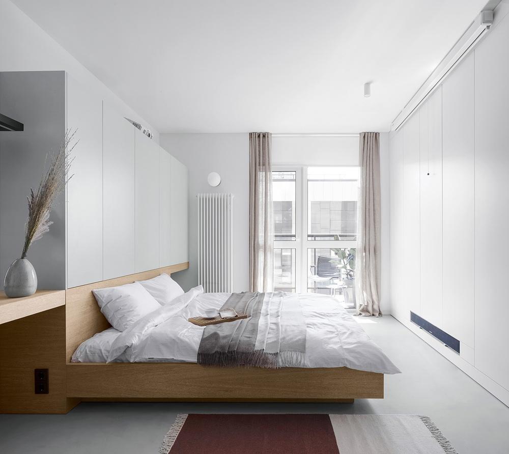 Светлый интерьер квартиры-студии прямоугольной планировки 34 кв.