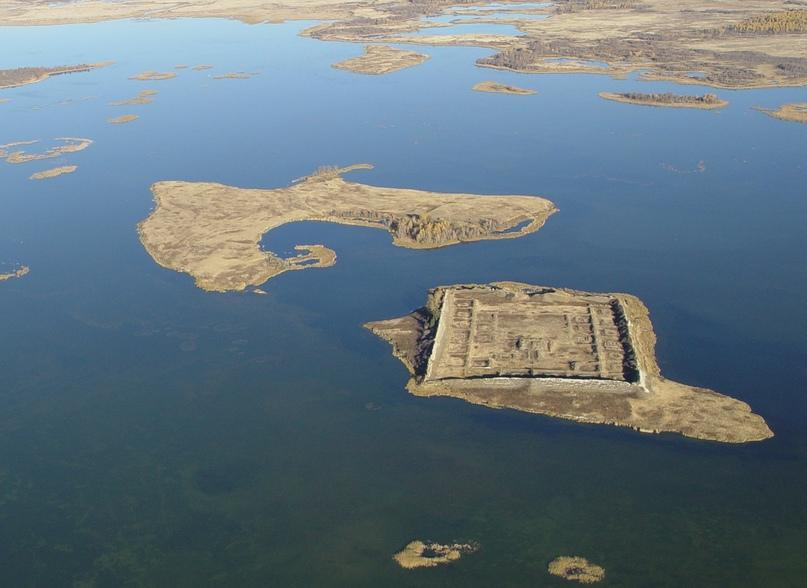 Тайна древней крепости Пор-Бажын, построенной на острове в сибирском озере, изображение №3