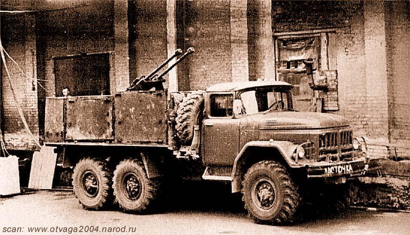 ЗиЛ-131 Ленинского ВОВД г. Грозного, сфотографированный сразу после превращения его в автомобиль огневой поддержки. Чечня, г. Грозный, июнь 2000 года