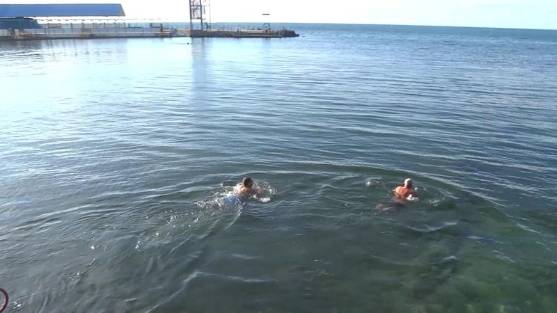 Анапа Малая Бухта почти зима пляж сегодня люди еще купаются