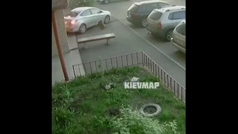 Помог припарковаться 🤦♂️
