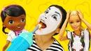 Кукла Барби работает в Клинике Игрушек. Клоун боится лечить зубы Доктор Плюшева и Игры в больницу