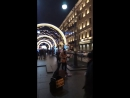 """Уличный музыкант в Питере играет """"Мой Рок-н-ролл"""""""