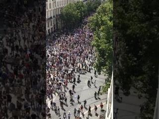 7 août Marseille: incroyable ce nombre de manifestants 😰 allo BFM voici les dizaines de manifestants