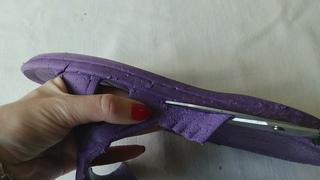 Превратила старые шлёпки в модную обувь на лето