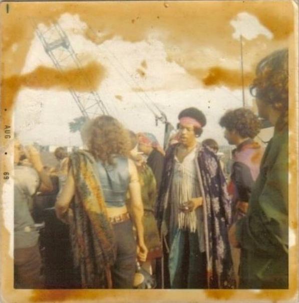 Серия фото с концерта Джими Хендрикса на фестивале Woodstoc.
