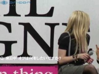 Avril Lavigne - Press Conference in Tokyo ()